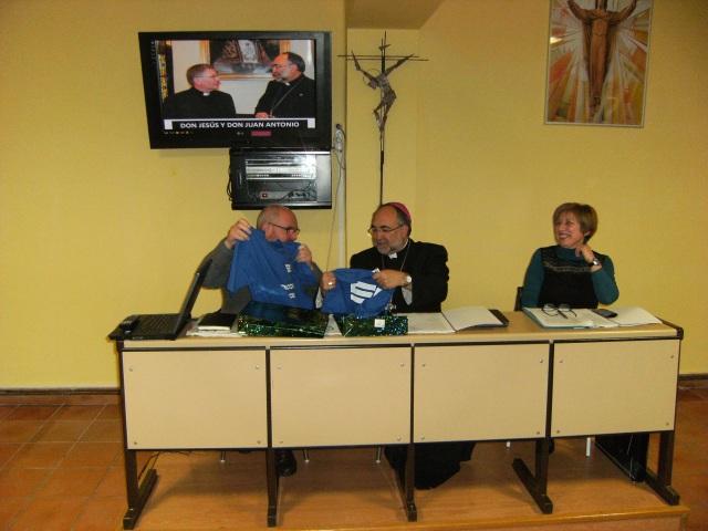 20140325 Foto arzobispo en parroquia 1