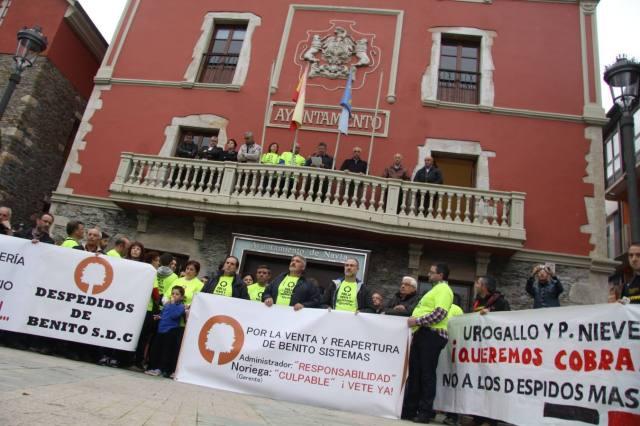El Comercio - Los trabajadores de Benito Sistemas se manifiestan en Navia