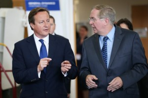 20140903 Kevin Connell y David Cameron - Visita General Dynamics UK