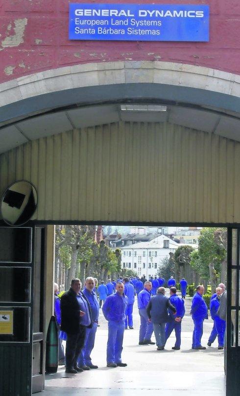 La fábrica de La Vega, en una protesta para evitar el cierre. / M. R.