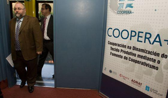 20141119 El País - Imputados cinco cargos de la Xunta