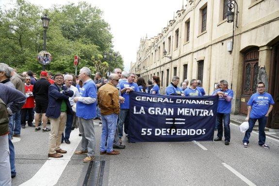 Concentracion fabrica de armas de Trubia, Wenceslao y Rivi. Foto: Susana San Martin. 11/05/2015