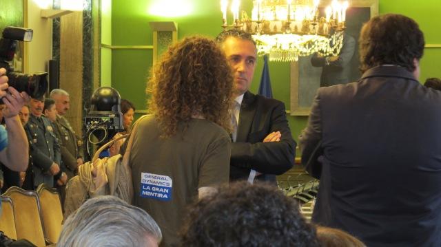 20150613 Ayto Oviedo - Nuevo gobierno con nuestra pegatina