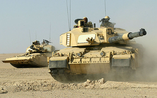 CHALLENGER II TANKS FROM B SQDN, QUEENS ROYAL LANCERS, PART OF 7TH ARMOURED DIV. IN THE DESERTS OF KUWAIT. PHOTO IAN JONES