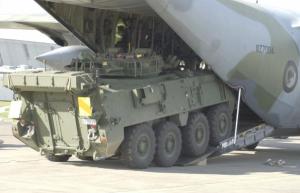 20160526 Stryker en un C-130