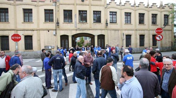 concentracion trabajadores fabrica de armas de trubia oviedo 10 05 16 foto alex piña