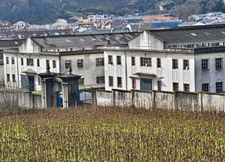 Vista parcial de la instalaciones de la fábrida de armas en Pedralonga. Carlos Pardellas